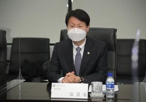 """식약처장, 아스트라제네카 백신생산 SK 방문…""""안정적 공급 기반"""""""